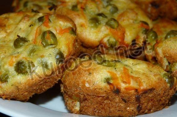 Быстрые кексы с курицей, горошком и овощами
